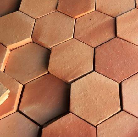 Terre Cuite Cailleau forme hexagonale en format 16 clair nuancé